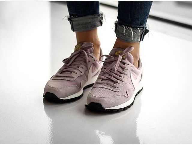 tendance chaussures 2017 tendance chausseurs femme 2017 nike air pegasus 83 woman plum fog. Black Bedroom Furniture Sets. Home Design Ideas