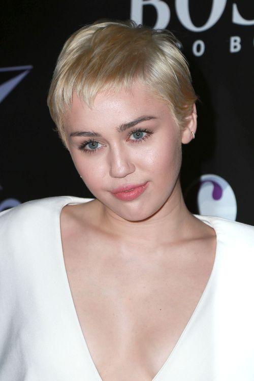 Idées Coupe cheveux Pour Femme 2017 / 2018 - Miley Cyrus Haircuts and Hairstyles - 20 idées ...