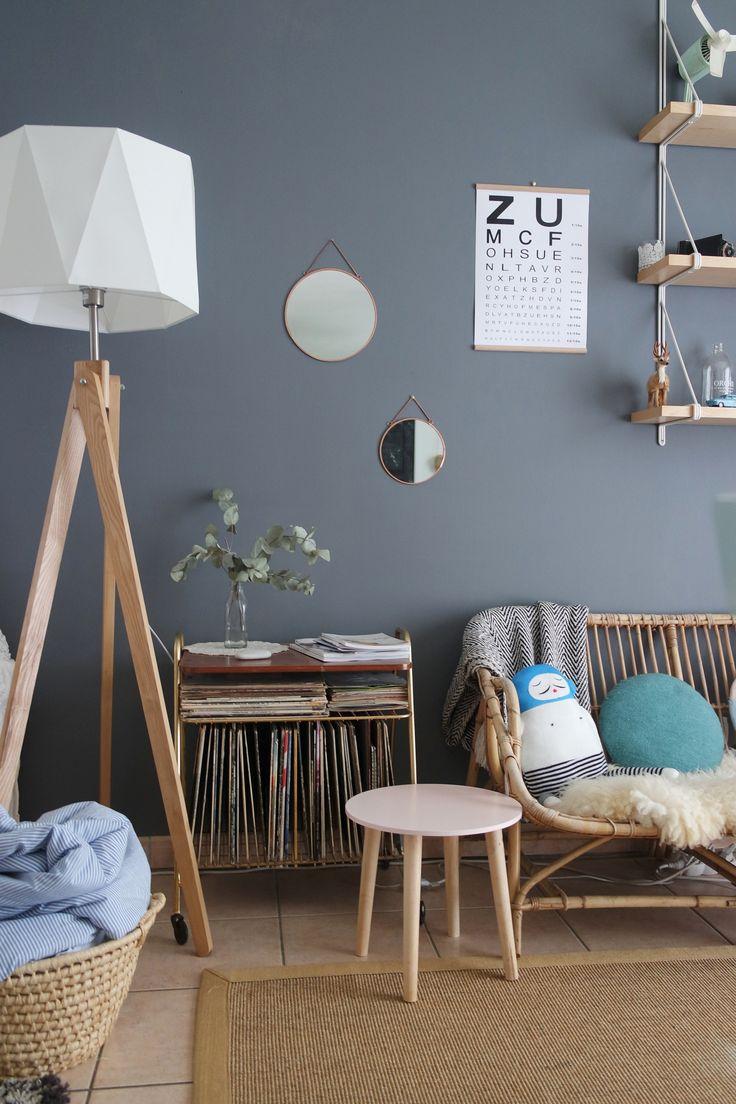 d co salon banquette en rotin et mobilier en bois dans ce salon cosy. Black Bedroom Furniture Sets. Home Design Ideas