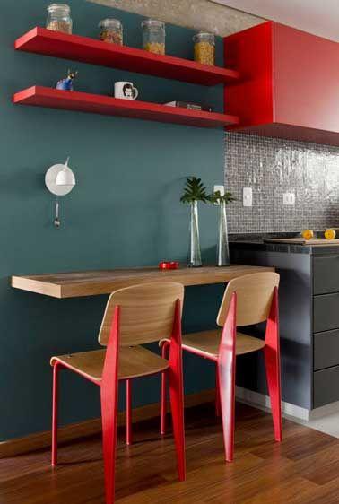 D co salon style urbain pour cette petite cuisine grise et rouge leading - Petite cuisine rouge ...
