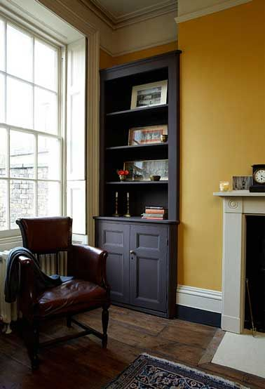 d co salon un jaune moutarde sur les murs un noir mat pour repeindre la biblioth que une. Black Bedroom Furniture Sets. Home Design Ideas