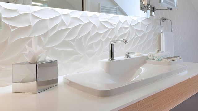id e d coration salle de bain design cette salle de bains blanche avec baignoire miroir. Black Bedroom Furniture Sets. Home Design Ideas