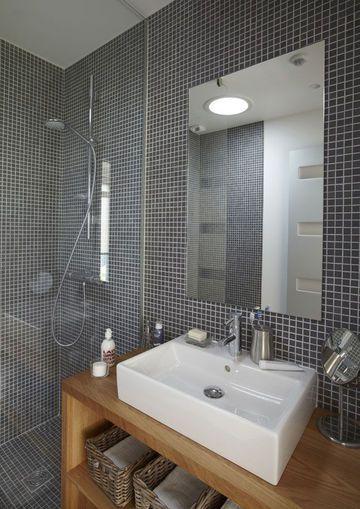 id e d coration salle de bain gris et bois pour une atmosph re douce dans cette salle de bains. Black Bedroom Furniture Sets. Home Design Ideas