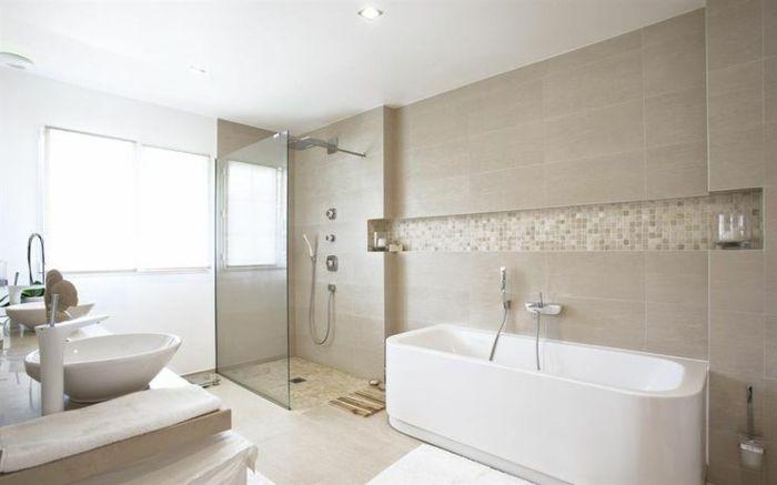 Id e d coration salle de bain jolie salle de bain taupe for Idee salle de bain avec baignoire