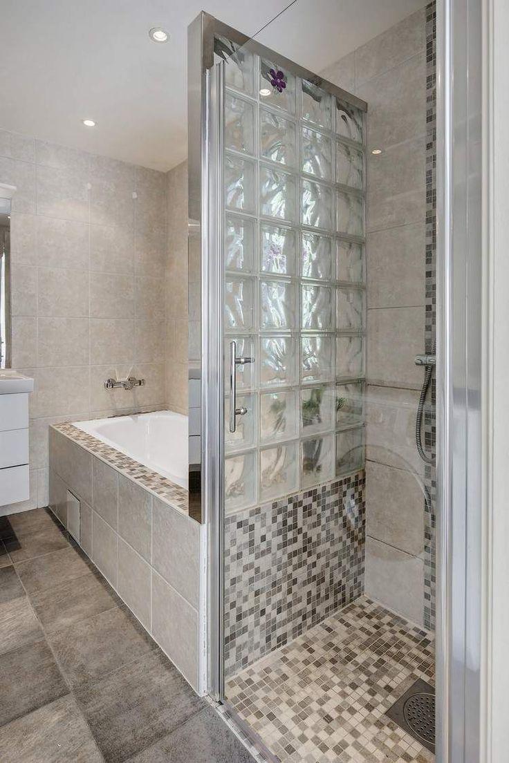 Id e d coration salle de bain petite salle de bains moderne avec baignoire douche paroi en - Plan salle de bain moderne ...