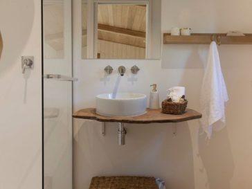 id e d coration salle de bain mur en travertino ferr fresco et prot g par un vernis acryl. Black Bedroom Furniture Sets. Home Design Ideas
