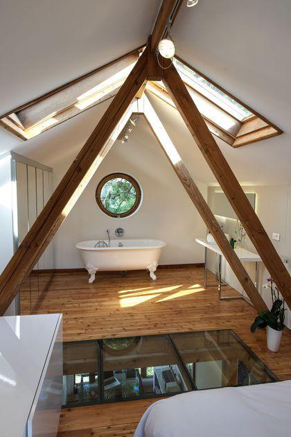id e d coration salle de bain sous les poutres apparentes une salle de bains de r ve. Black Bedroom Furniture Sets. Home Design Ideas