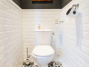 id e d coration salle de bain meubles blanc bois clair massif cuisine plancher assorti armoire. Black Bedroom Furniture Sets. Home Design Ideas