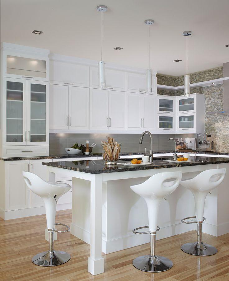 Cuisine contemporaine blanche les armoires de cuisine et for Idee amenagement cuisine d ete