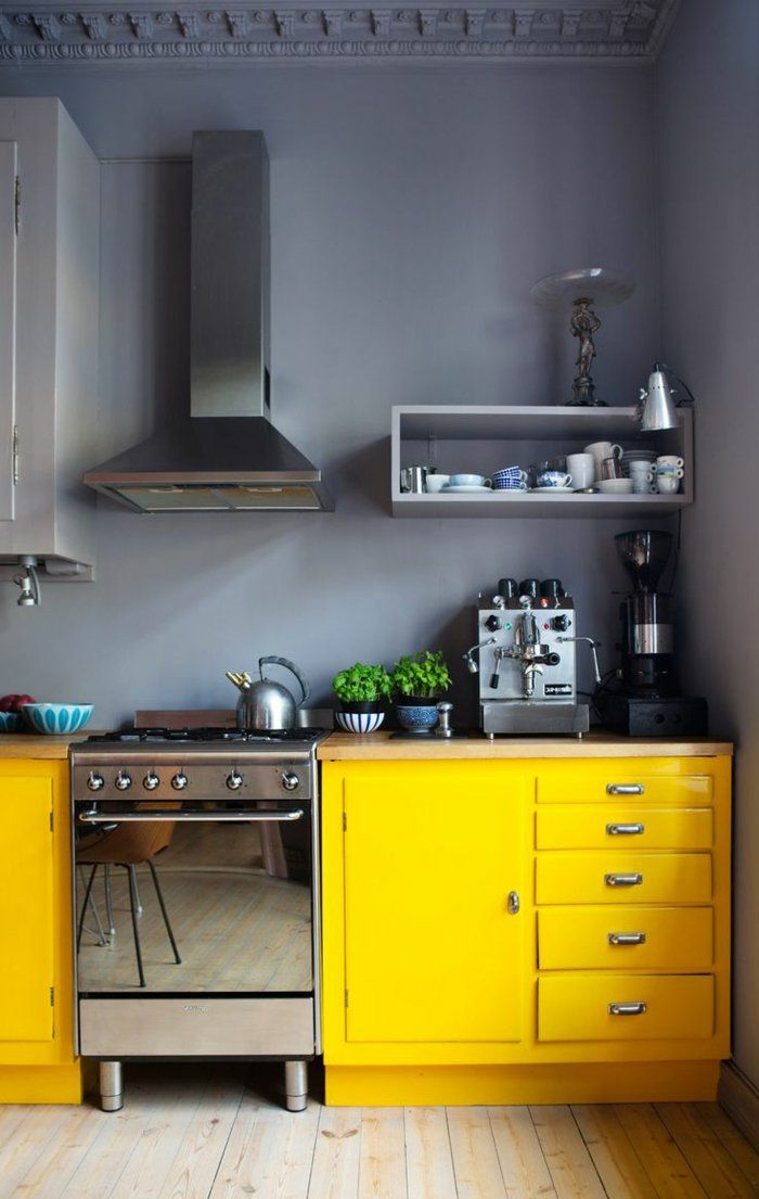 Id e relooking cuisine cuisine grise jaune mur gris for Cuisine mur jaune