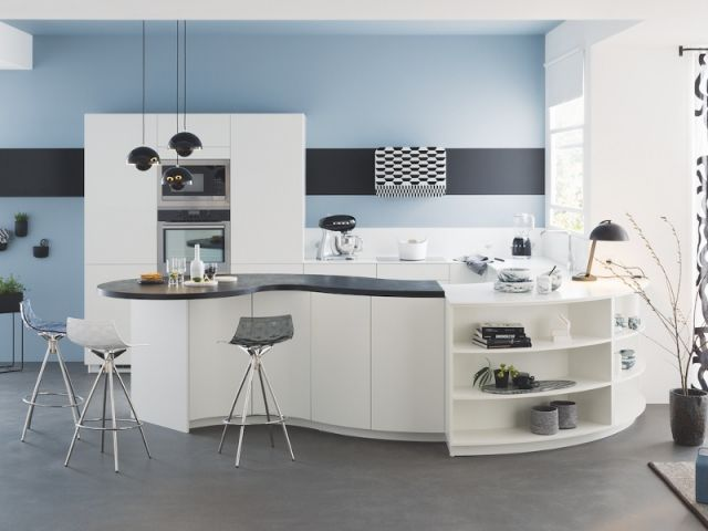 id e relooking cuisine cuisine onde blanche ilot courbe en vague mur bleu modele. Black Bedroom Furniture Sets. Home Design Ideas