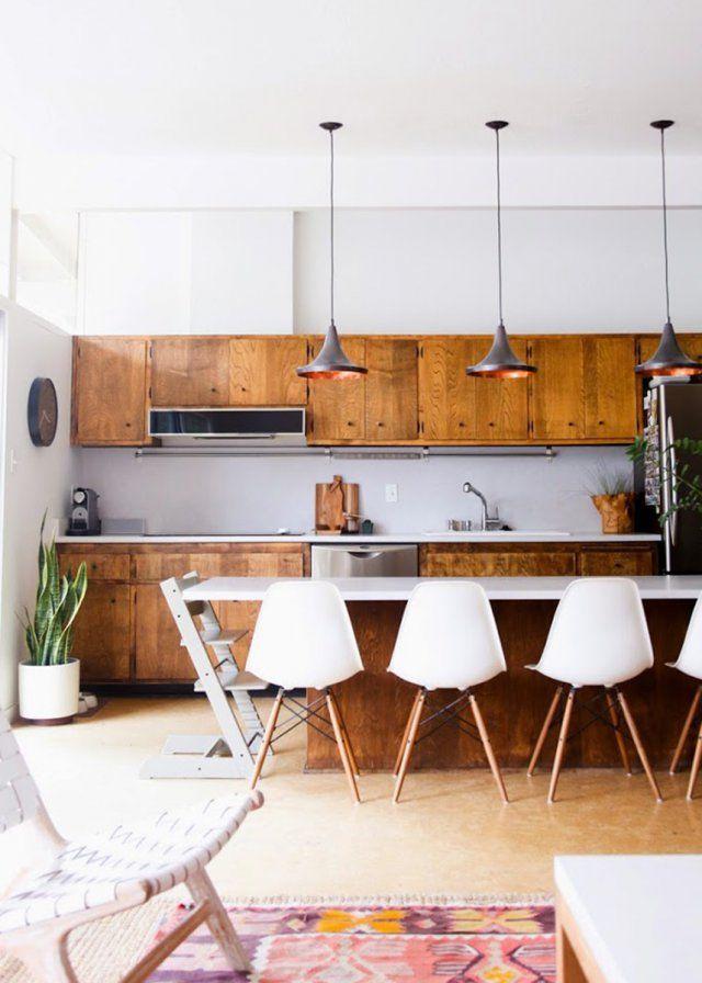Id e relooking cuisine une cuisine en bois vintage semi - Cuisine ouverte sur salon avec bar ...