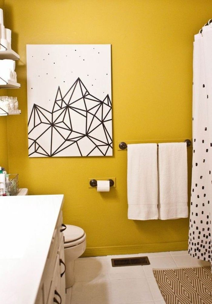 d co salon mur jaune moutarde dans une salle de bain immacul e leading. Black Bedroom Furniture Sets. Home Design Ideas