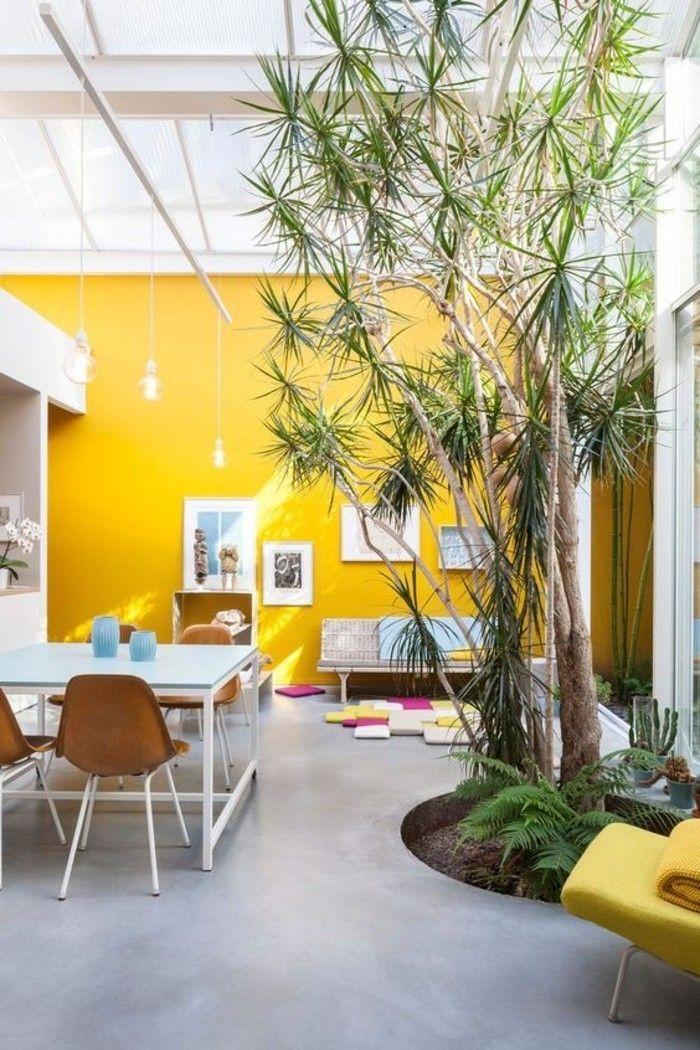Déco Salon - mur jaune moutarde, salon ouvert et lumineux qui ...