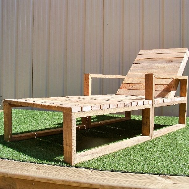 Id e d coration salle de bain bain de soleil en bois de palettes recycl meubles et - Meubles en palettes bois ...