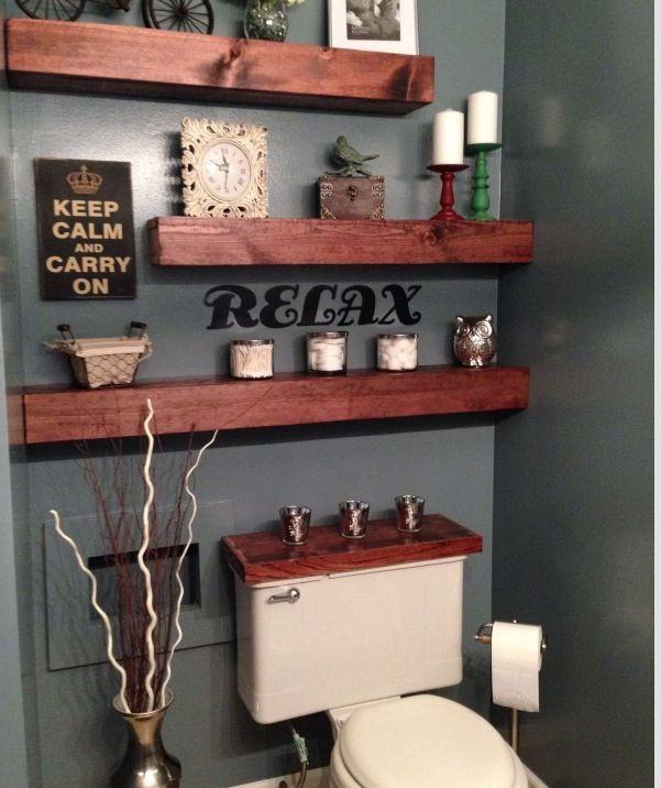 id e d coration salle de bain de magnifiques tablettes en bois massif dans la salle de bain. Black Bedroom Furniture Sets. Home Design Ideas