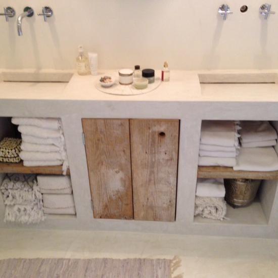id e d coration salle de bain faire une porte de meuble de salle de bain en bois de r cup. Black Bedroom Furniture Sets. Home Design Ideas