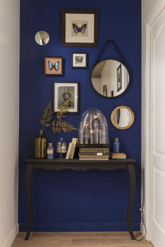 id e d coration salle de bain le couloir peut aussi tre con u comme un minisalon un bel. Black Bedroom Furniture Sets. Home Design Ideas