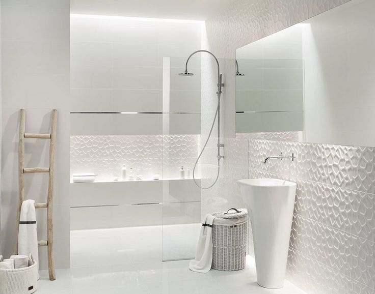 id e d coration salle de bain salle de bain blanche avec carrealge en relief et lavabo colonne. Black Bedroom Furniture Sets. Home Design Ideas