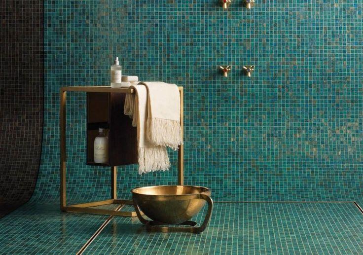 id e d coration salle de bain salle de bain vintage superbe avec mosa que verte et accessoires. Black Bedroom Furniture Sets. Home Design Ideas