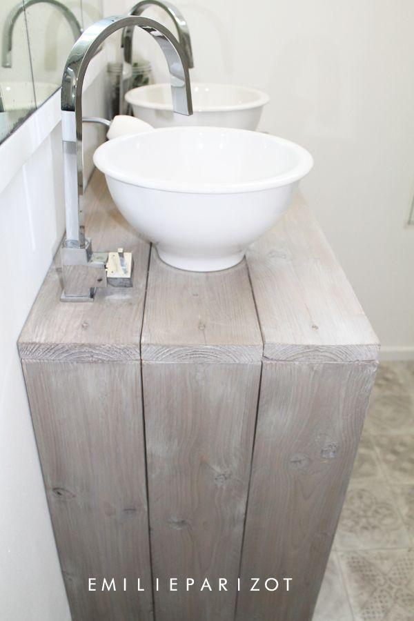 id e d coration salle de bain une petite salle de bains tr s astucieuse. Black Bedroom Furniture Sets. Home Design Ideas