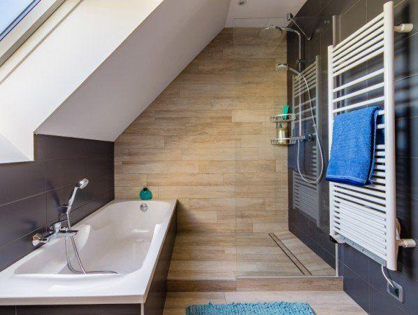 id e d coration salle de bain une salle de bains sous pente dans moins de 4 m leroy merlin. Black Bedroom Furniture Sets. Home Design Ideas