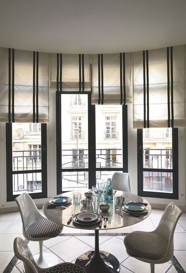 id e relooking cuisine les stores bateaux apportent de la verticalit et de l 39 l gance dans la. Black Bedroom Furniture Sets. Home Design Ideas