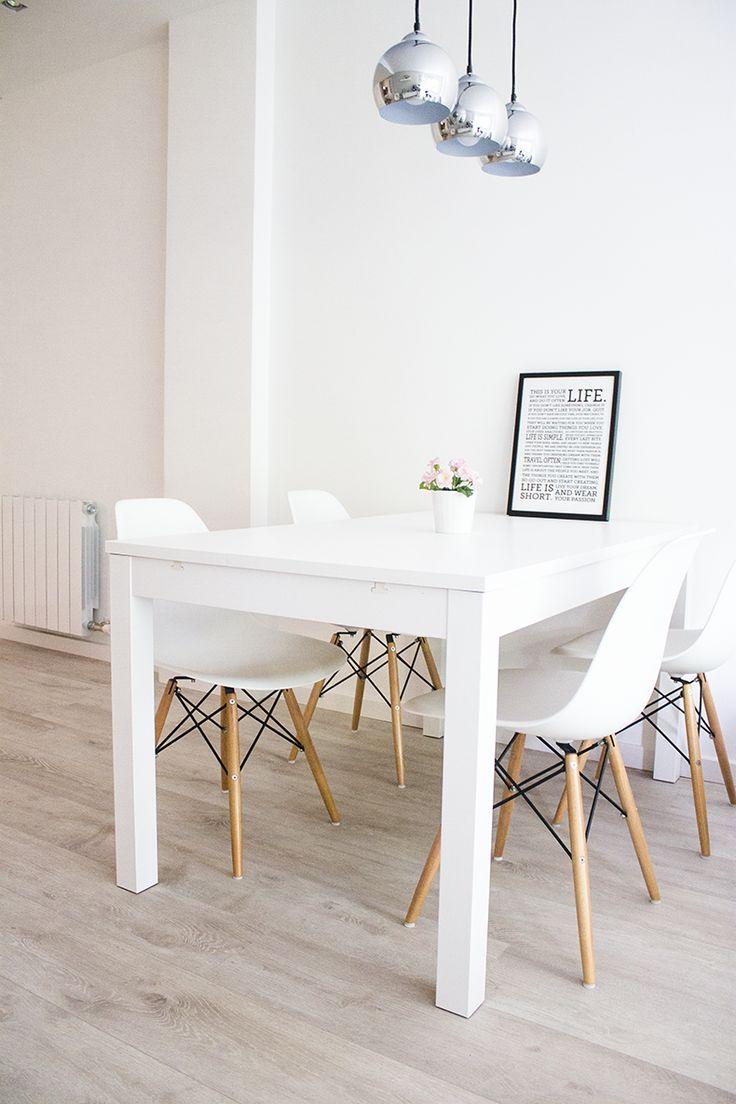 salle manger des chaises classiques chaises de table d coration d 39 int rieur salle ma. Black Bedroom Furniture Sets. Home Design Ideas