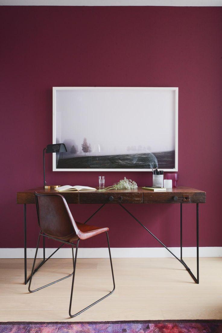 salle manger un mur bordeaux pour donner du cachet au bureau leading. Black Bedroom Furniture Sets. Home Design Ideas