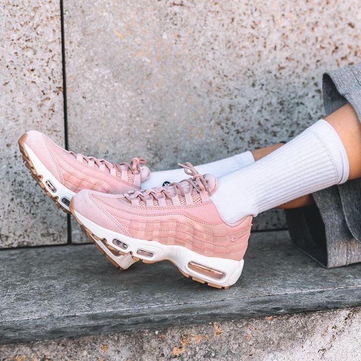 73af60a93e590b Tendance Basket 2017 - Sneakers women - Nike Air Max 95 premium pink ...