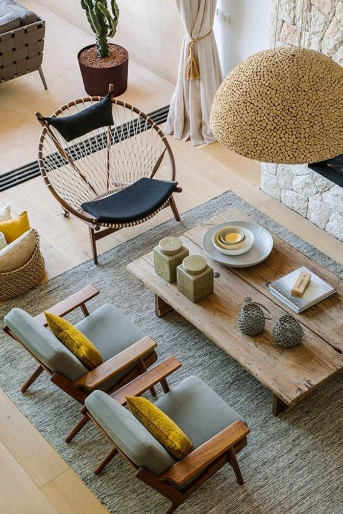 d co salon couleur jaune moutarde deux chaises grises grande table en bois et plafonnier. Black Bedroom Furniture Sets. Home Design Ideas