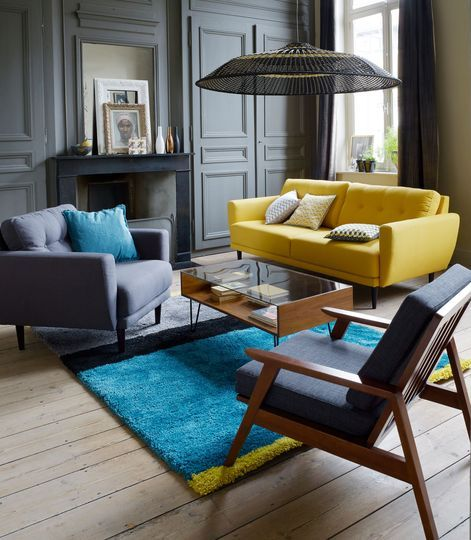 d co salon un canap jaune et un tapis bleu vif. Black Bedroom Furniture Sets. Home Design Ideas