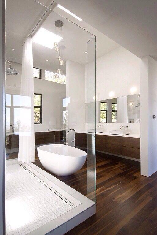 Id e d coration salle de bain belle salle de bains m langenant bois et quipement blanc for Belle salle de bain moderne