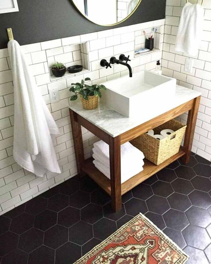 id e d coration salle de bain carrelage hexagonal en noir et carreaux m tro blancs pour salle. Black Bedroom Furniture Sets. Home Design Ideas