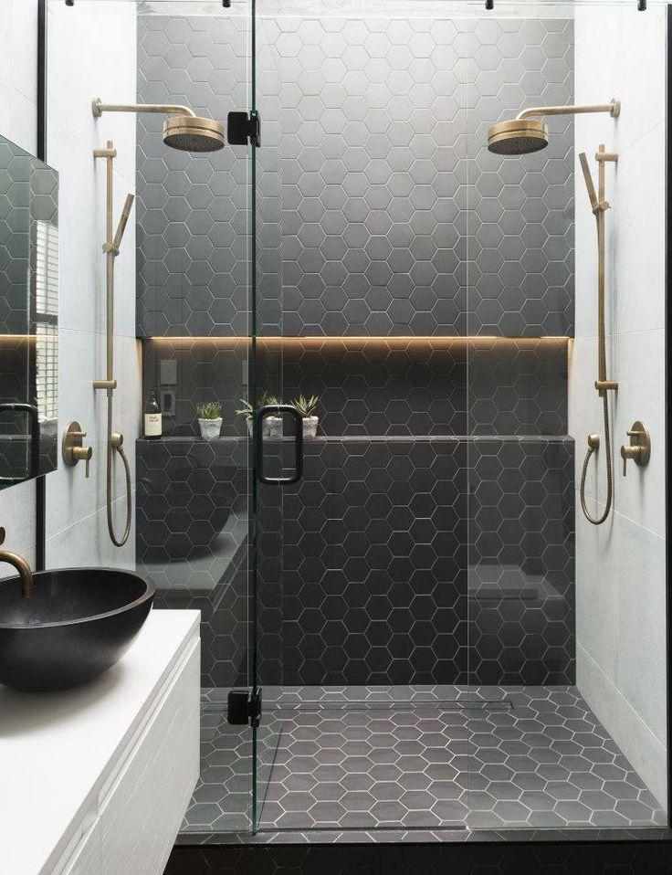 id e d coration salle de bain carrelage pour salle de douche en couleur noire et porte. Black Bedroom Furniture Sets. Home Design Ideas