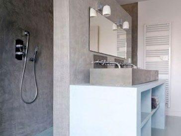 id e d coration salle de bain une petite salle de bains blanche relev e de carreaux de ciment. Black Bedroom Furniture Sets. Home Design Ideas