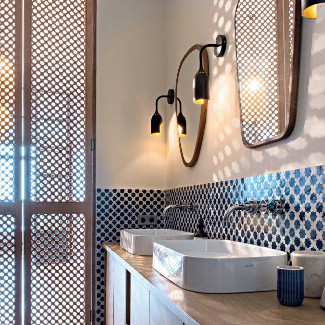 Id e d coration salle de bain lumi re du sud dans la salle de bains parentale la porte en - Lumiere dans salle de bain ...