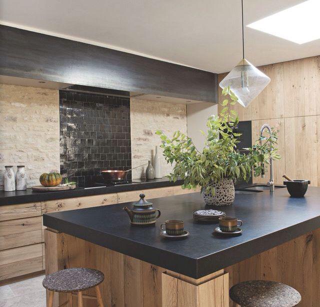 id e relooking cuisine le mariage du bois et du noir pour un cuisine chic. Black Bedroom Furniture Sets. Home Design Ideas
