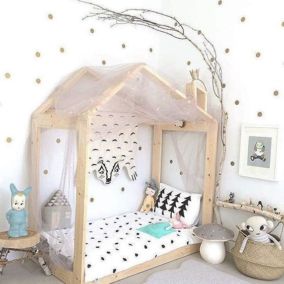 relooking et d coration 2017 2018 une maison vue par les enfants le lit montessori. Black Bedroom Furniture Sets. Home Design Ideas