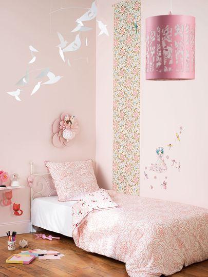 relooking et d coration 2017 2018 un rose poudr pour une chambre de petite fille peindre. Black Bedroom Furniture Sets. Home Design Ideas