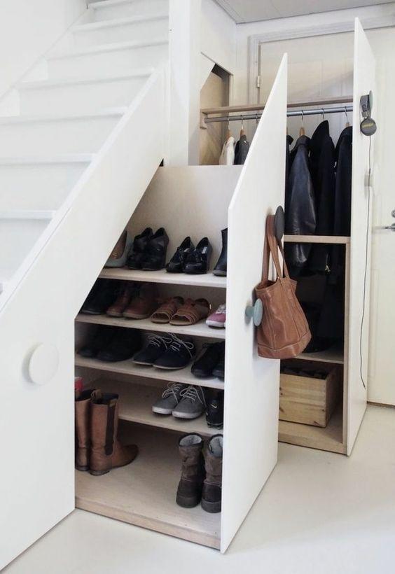 tendance chaussures 2017 un joli et confortable meuble a chaussure sous escalier listspirit. Black Bedroom Furniture Sets. Home Design Ideas
