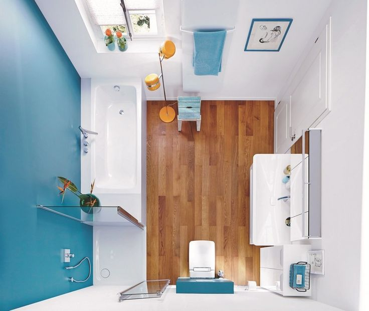 Salle de bain avec une peinture murale blanche et bleue for Idee deco salle de bain blanche
