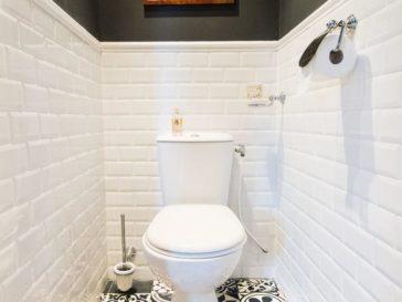 id e d coration salle de bain l effet bois danns la salle de bain le beige clair pour le. Black Bedroom Furniture Sets. Home Design Ideas