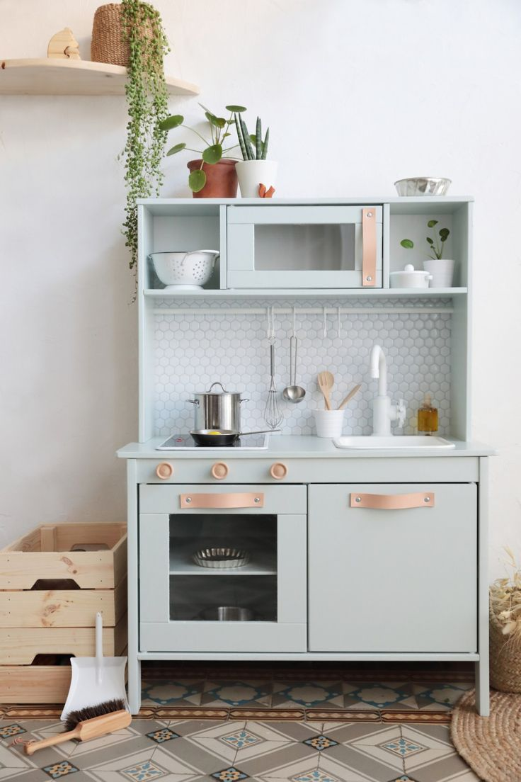 ikea hack la cuisine pour enfant mode urbaine jungle h ll blogzi. Black Bedroom Furniture Sets. Home Design Ideas