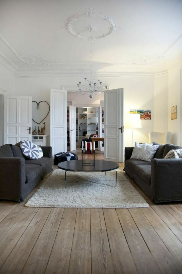 salle manger le parquet massif en bois avec tapis blanc leading. Black Bedroom Furniture Sets. Home Design Ideas