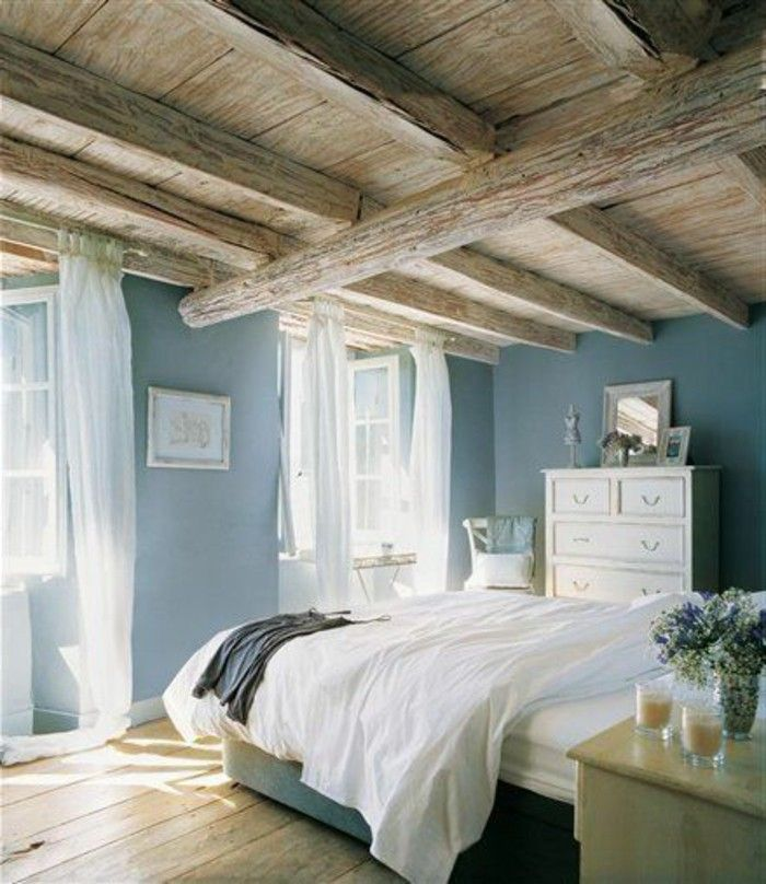d co salon quelle couleur pour une chambre plafond rustique parquet de bois murs en bleu cl. Black Bedroom Furniture Sets. Home Design Ideas