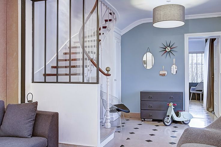 d co salon verri re sur escalier peinture murale bleu gris leading. Black Bedroom Furniture Sets. Home Design Ideas