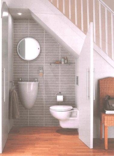 id e d coration salle de bain des petits wc prennent place sous l escalier. Black Bedroom Furniture Sets. Home Design Ideas