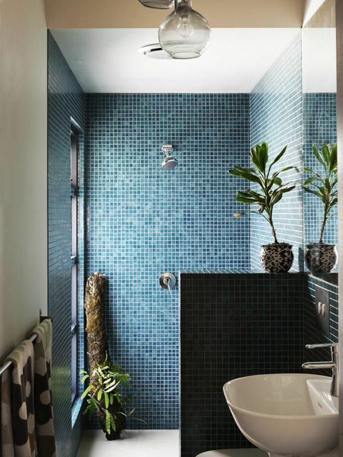 Id e d coration salle de bain jolie mosaique bleu fonc for Bathroom design 2019