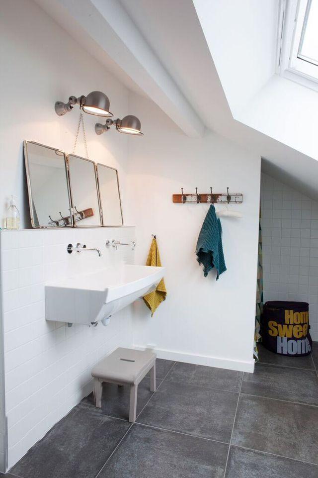 id e d coration salle de bain la salle de bains des enfants garde un esprit colier avec le. Black Bedroom Furniture Sets. Home Design Ideas